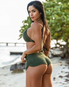 Michelle-Lewin-in-booty-shorts