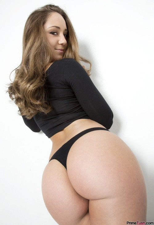 Remy-LaCroix-ass-in-thong