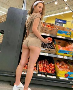 booty-shorts-at-the-store