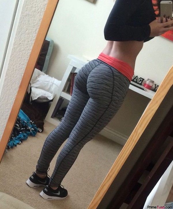 fit-butt-selfie-tight-yoga-pants