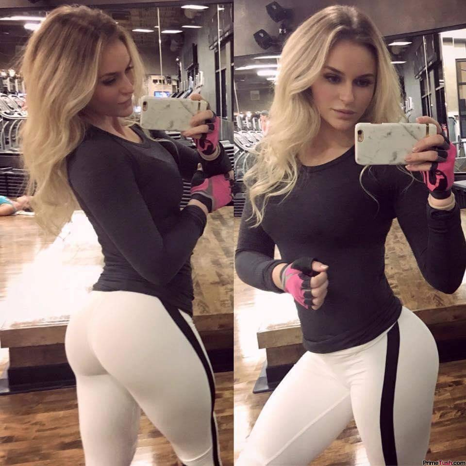 fit-round-ass-yoga-pants-self-shot