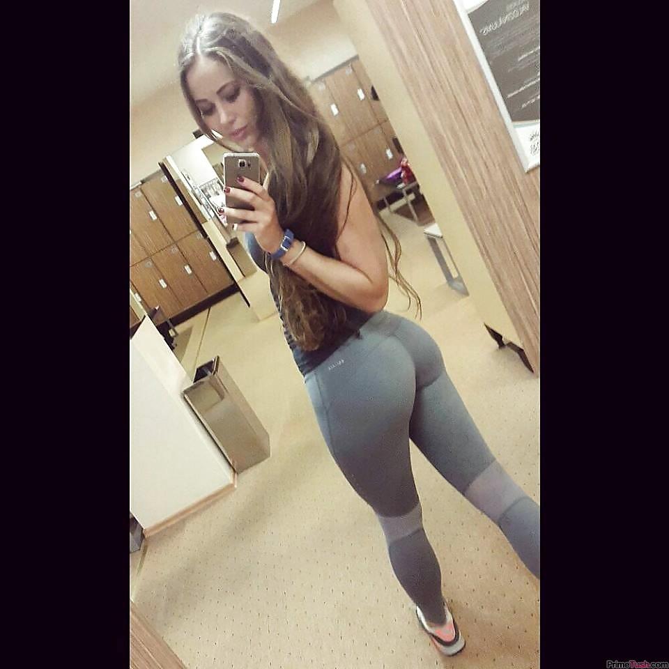 gym-booty-selfie