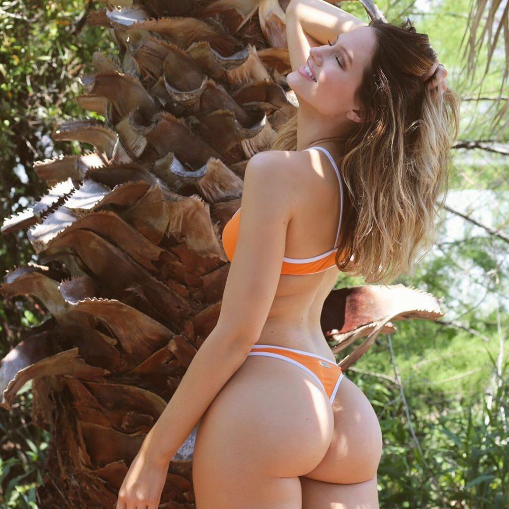 hot-round-white-girl-booty