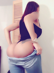 juicy-booty-tight-squeeze
