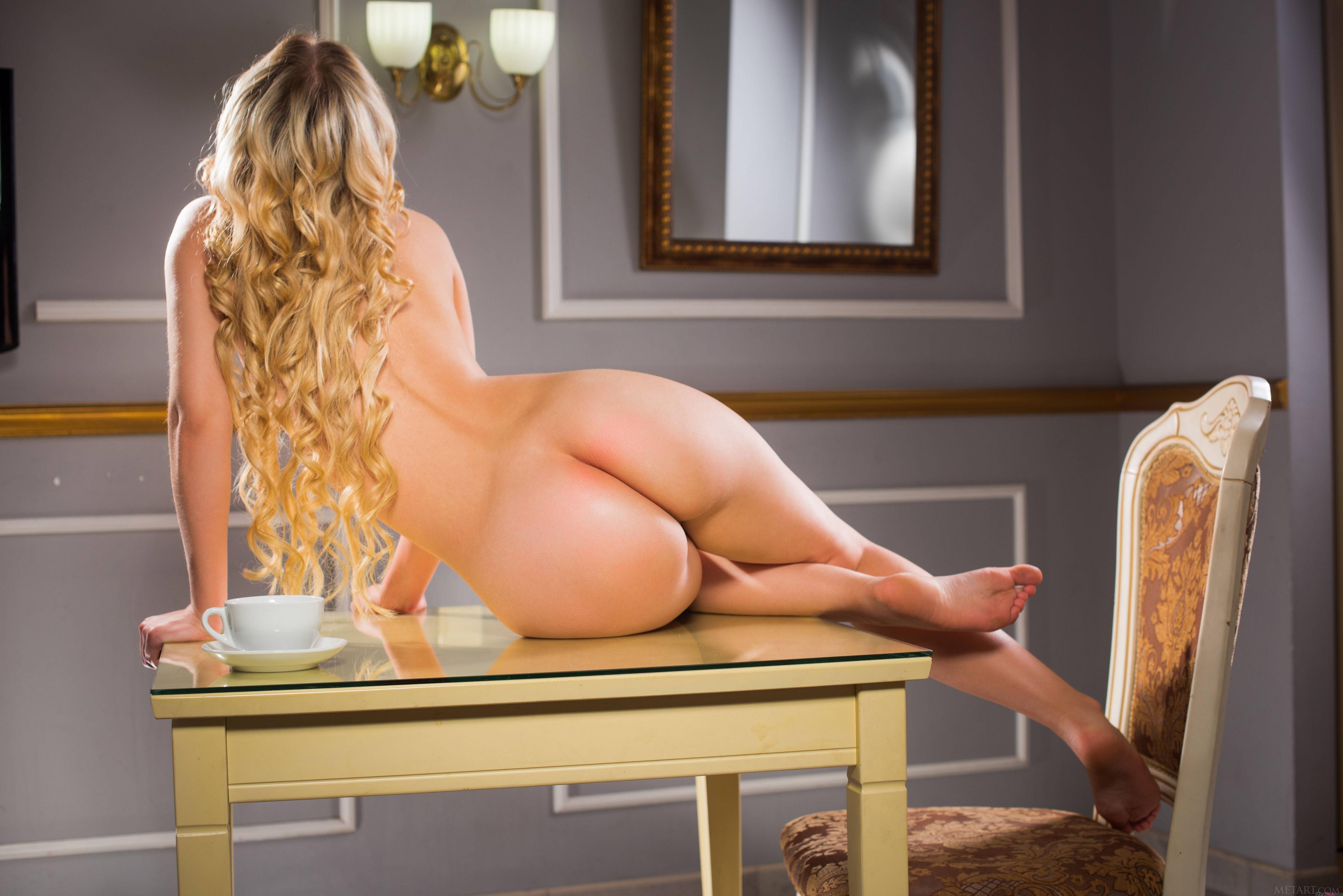 long-blonde-hair-nude