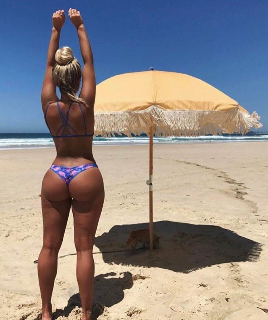 pawg-at-beach-in-bikini