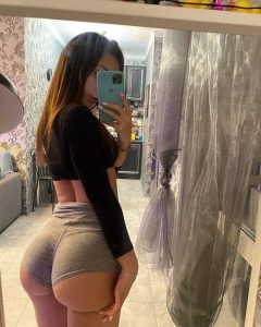 PAWG Booty Shorts Selfie