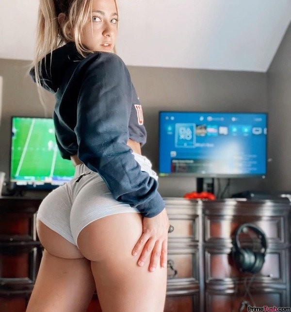 pawg-in-sexy-booty-shorts
