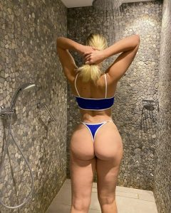 pawg-in-shower