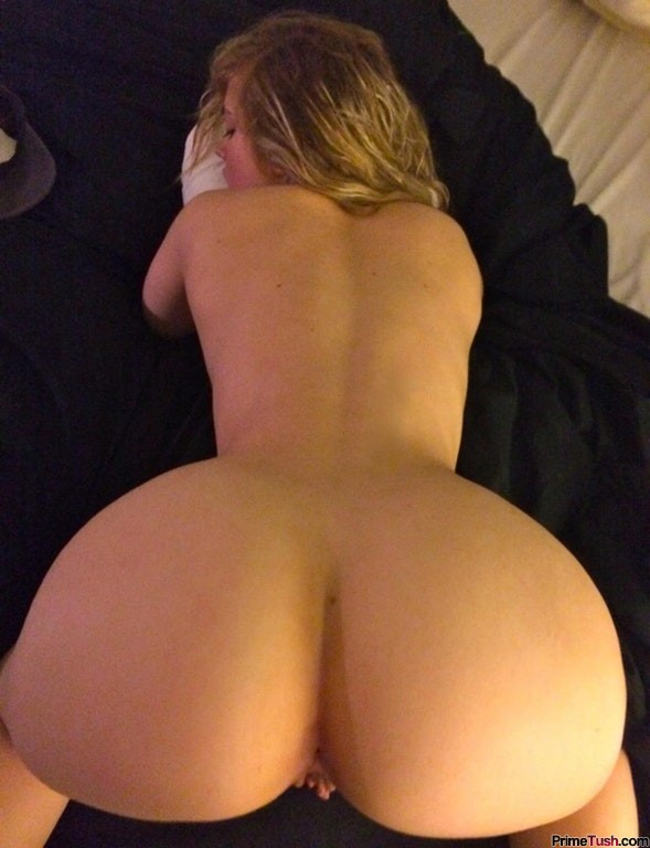 pawg-presenting-ass-up