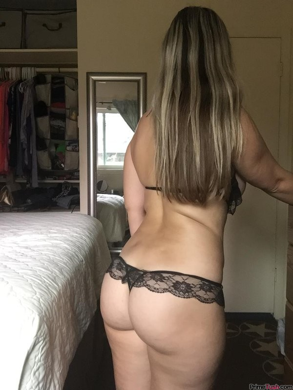 sexy-butt-in-lace-panties