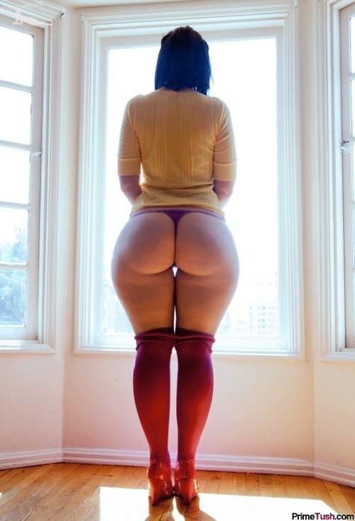 thick-babe-thigh-gap