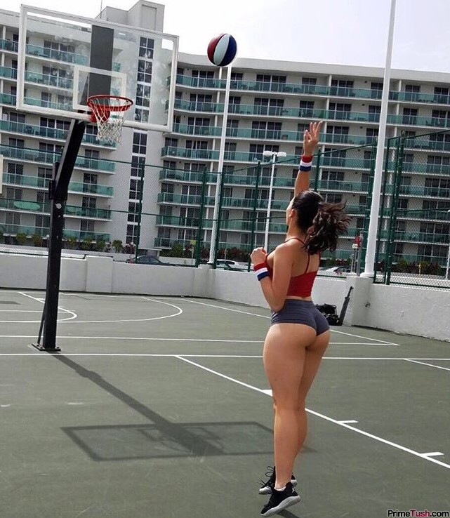 thick-legs-nice-booty-short-tight-shorts