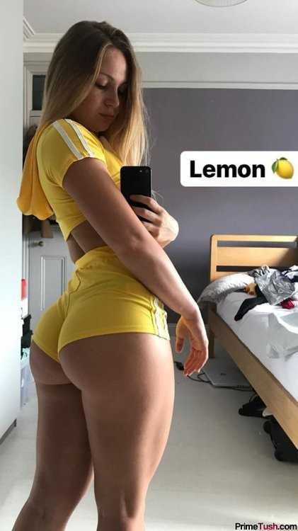 thick-selfie-in-booty-shorts