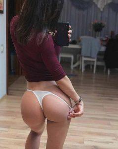 tight-butt-selfie-in-panties