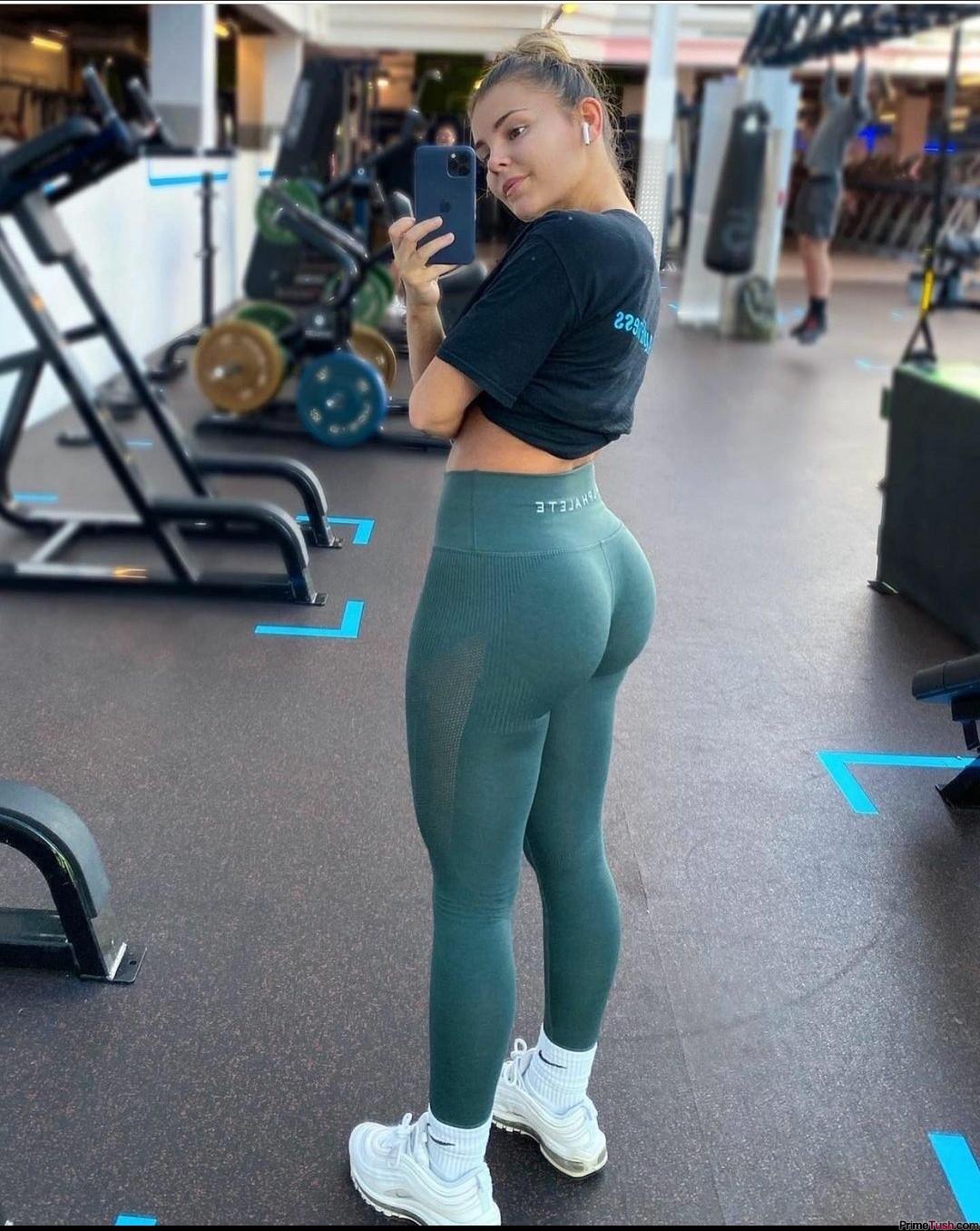 tight-fit-ass-02