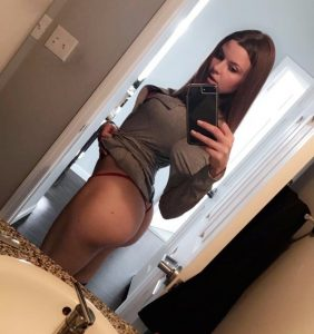 tight-fit-butt-sideview-selfie